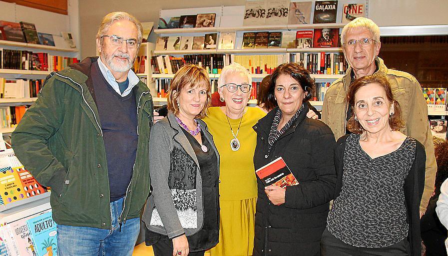 Presentación de 'Caliu sota les cendres', de Dora Muñoz, en la librería Lluna