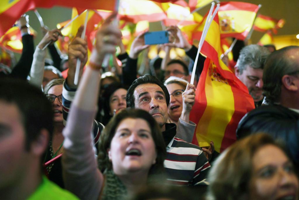 50b7d0754 Militantes y simpatizantes de Vox celebran los resultados en las elecciones  andaluzas.