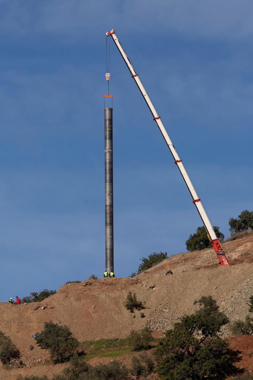 Deciden ensanchar el túnel vertical al no pasar el tubo la cota de 40 metros