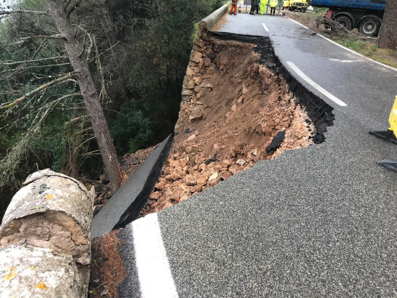 Carretera Caimari-Luc desprendida