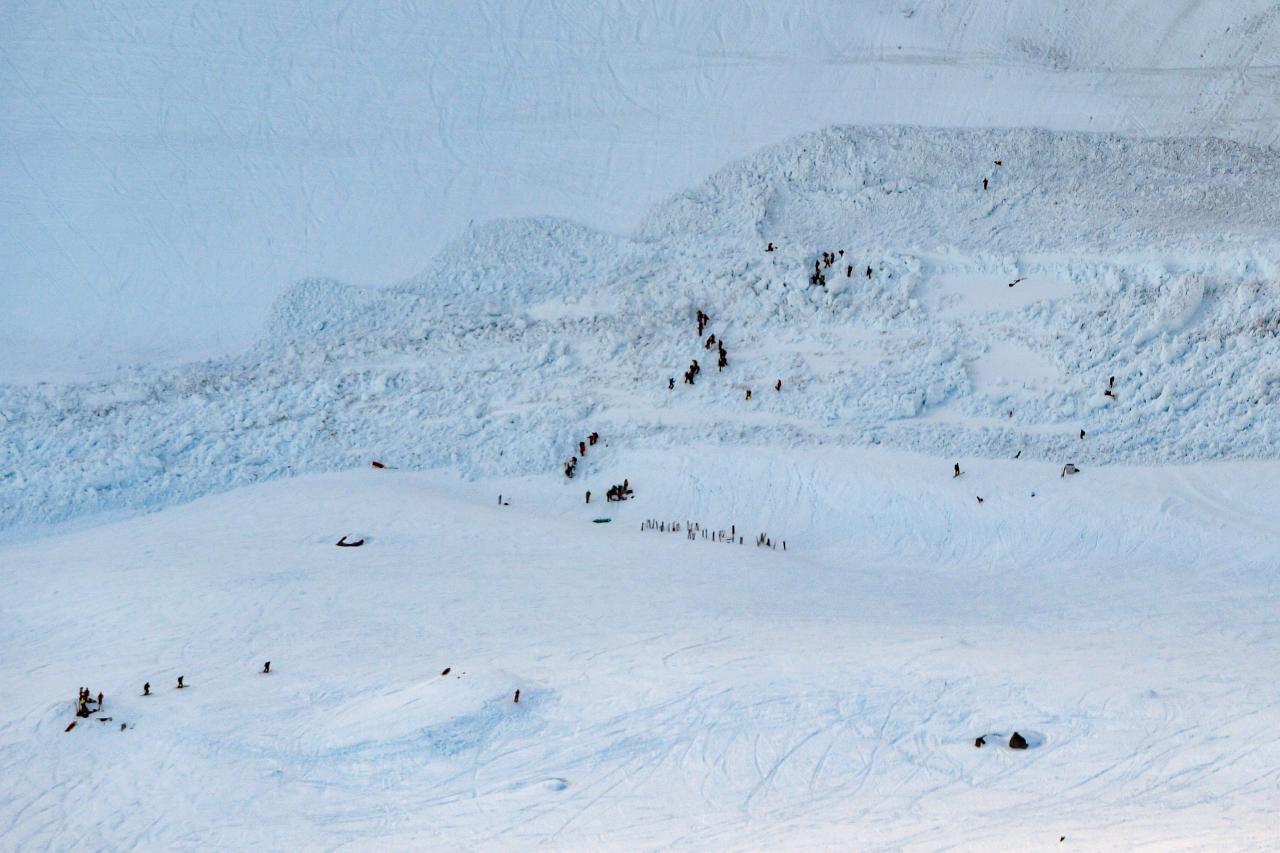 Al menos 10 desaparecidos por una avalancha en una estación de esquí suiza