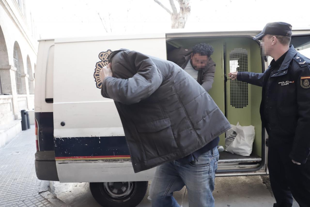 A disposición judicial cuatro de los detenidos en Palma por la trama de los carnets de conducir falsos