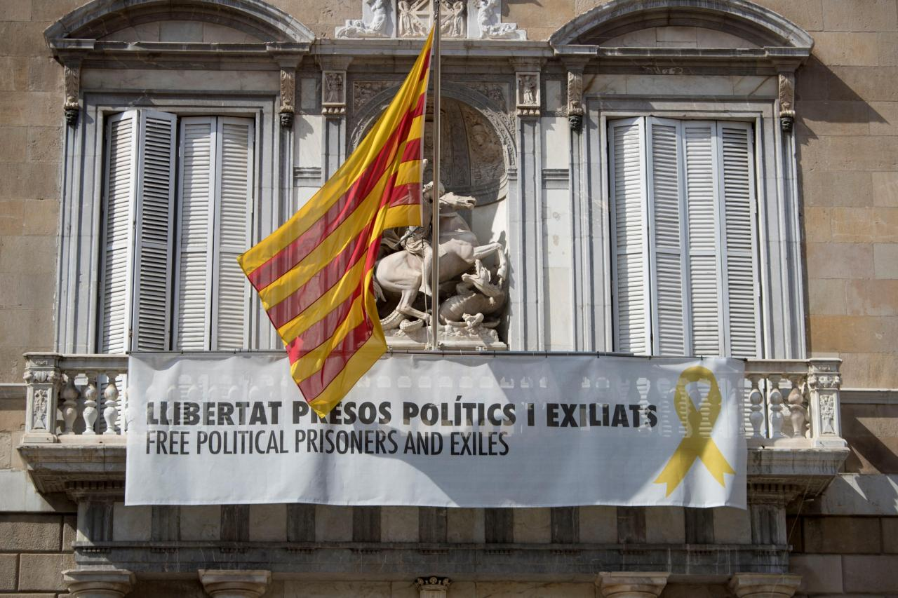 Lazos amarillos continúan en edificios de la Generalitat después del requerimiento de la JEC