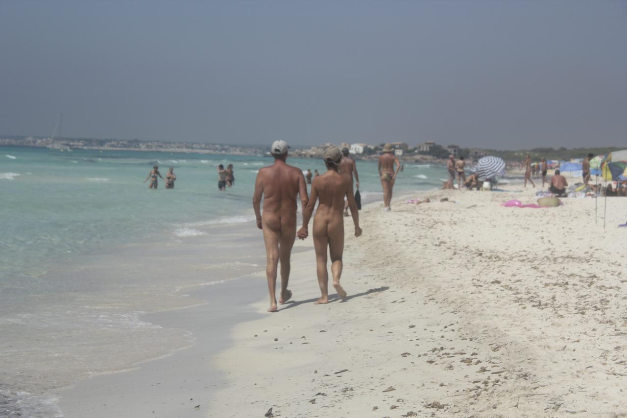 Piden Zonas En Las Playas Baleares Para Que Los Menores No Vean Nudismo