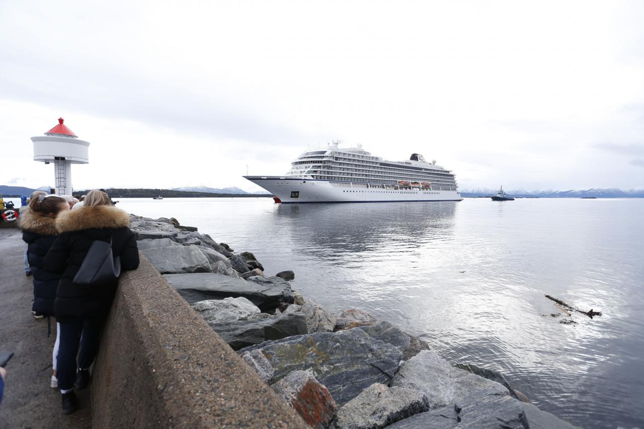 Viking Sky arrives Molde