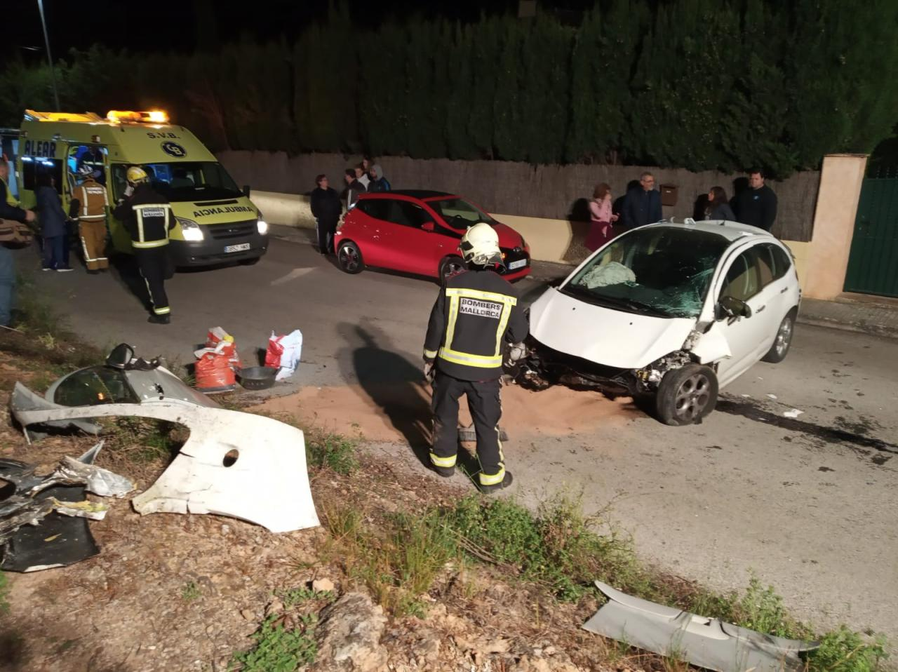 Varios heridos en una violenta colisión frontal en Palmanyola