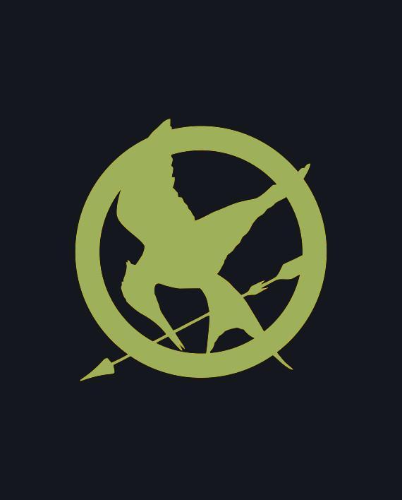 Símbolo de 'Juegos del Hambre' que Més ha colgado en el Parlament.