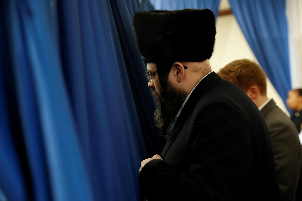 Orthodox Jewish man listens as NYC Mayor de Blasio speaks during news conference on measles outbreak in New York