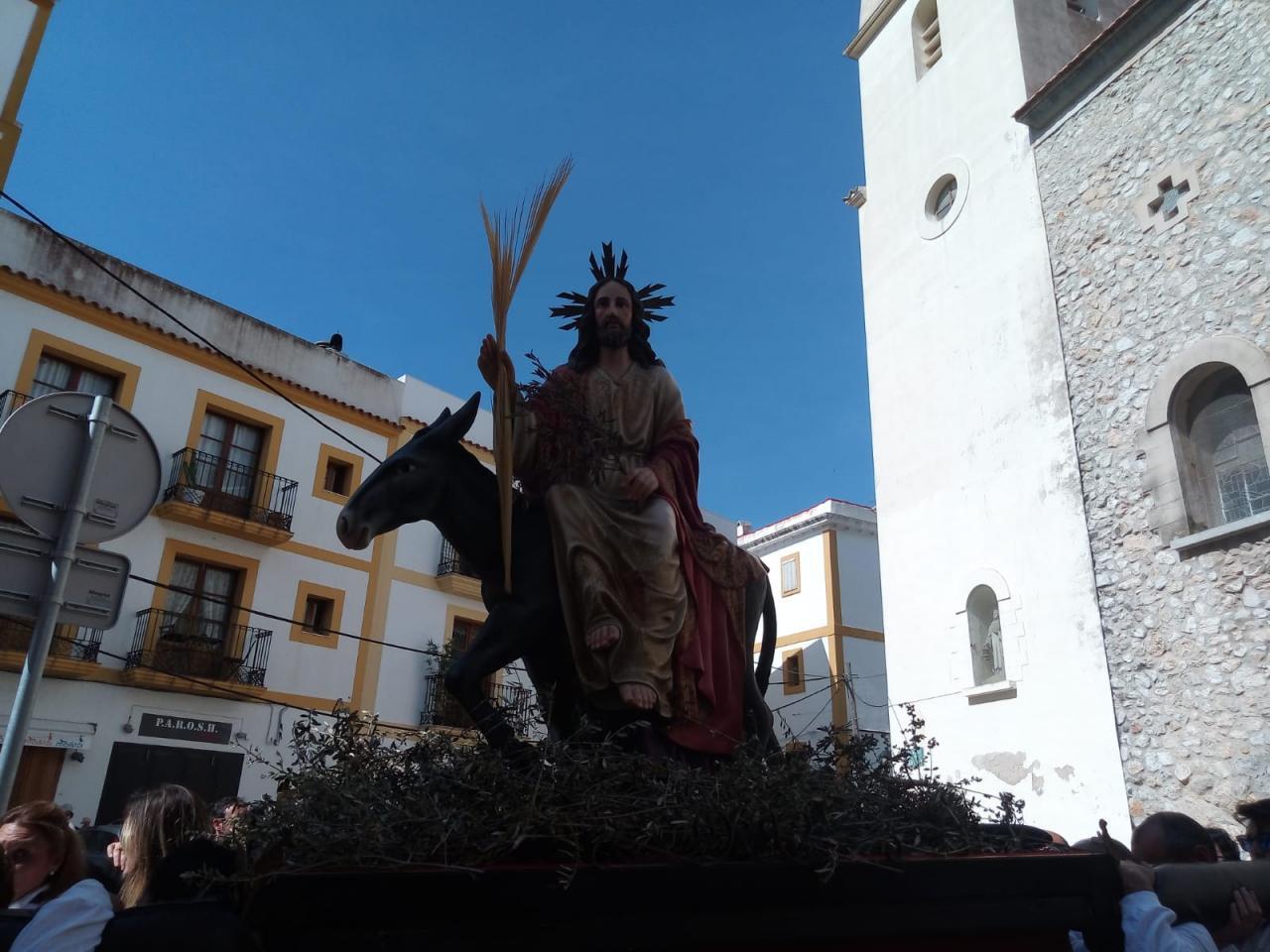 La Borriquita marca el paso en la procesión del Domingo de Ramos en Ibiza