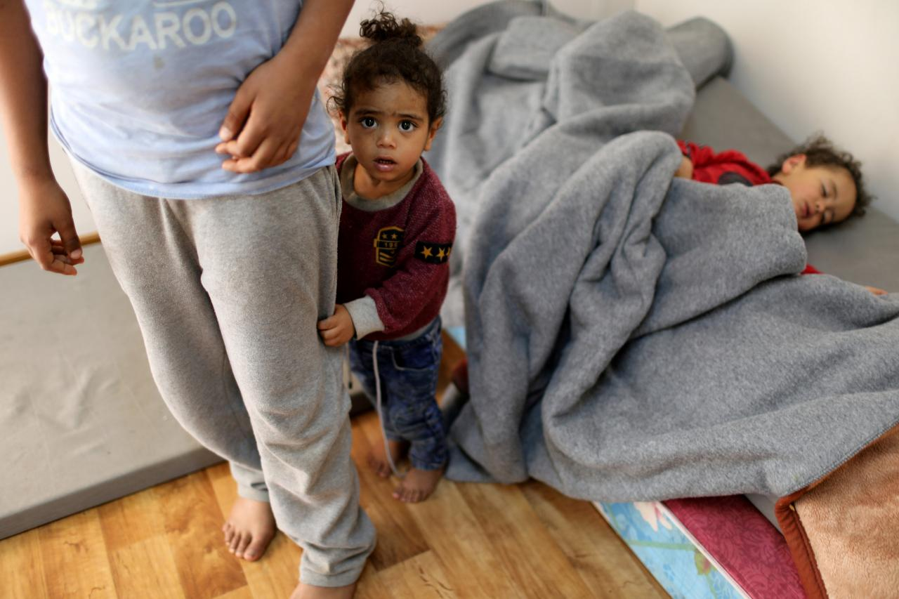 FILE PHOTO: Libyan displaced children, who fled their house because of the fighting between the Eastern forces commanded by Khal