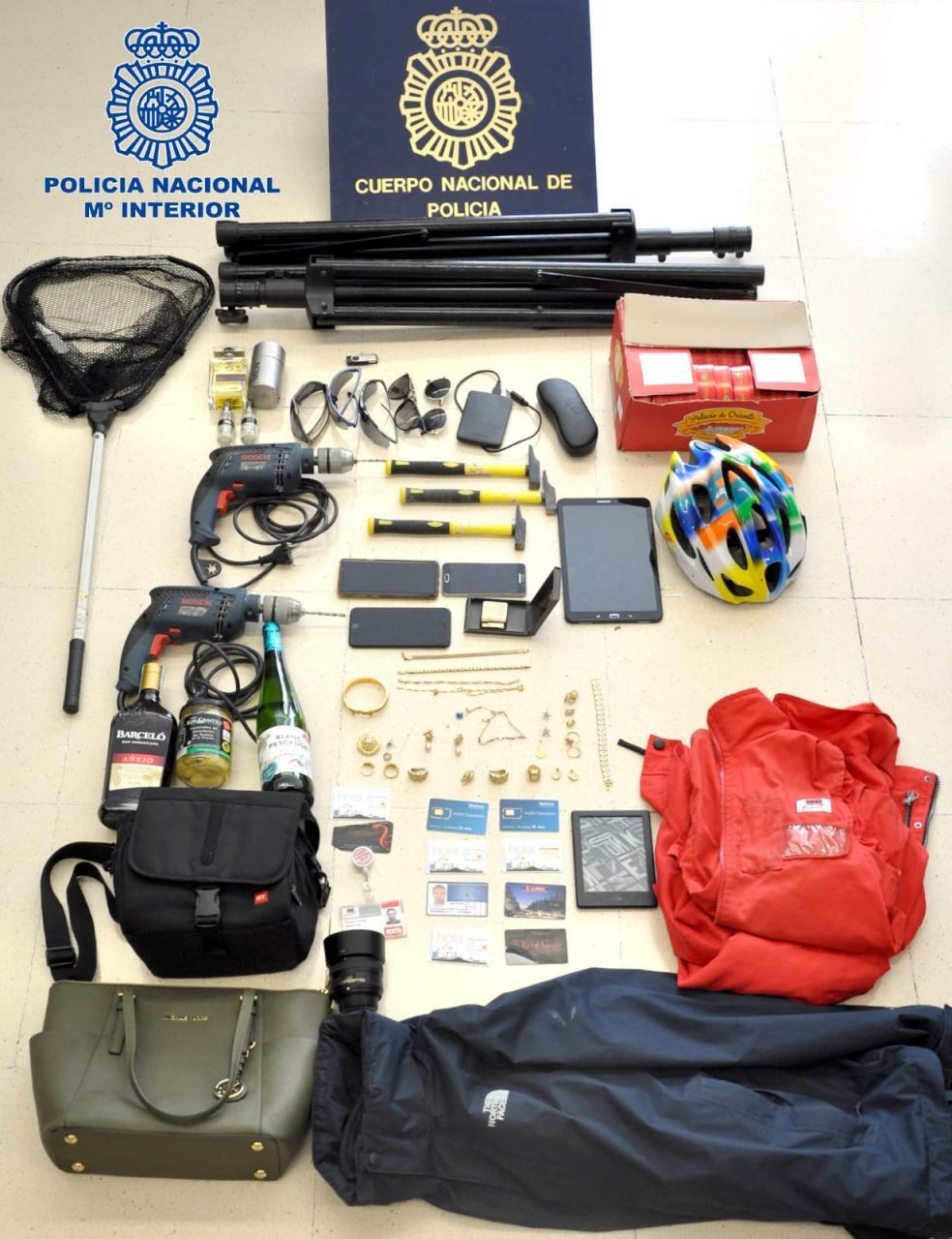 Algunas de las herramientas que el detenido utilizaba para los robos