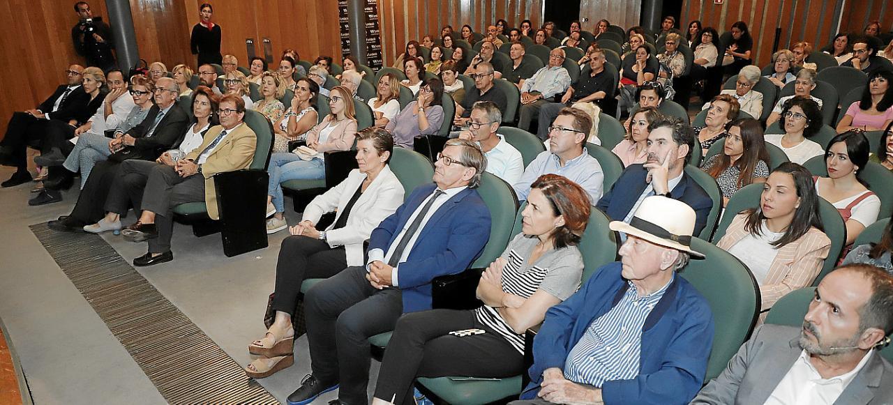 Conferencia del doctor Ricardo Martino en el Club Ultima Hora