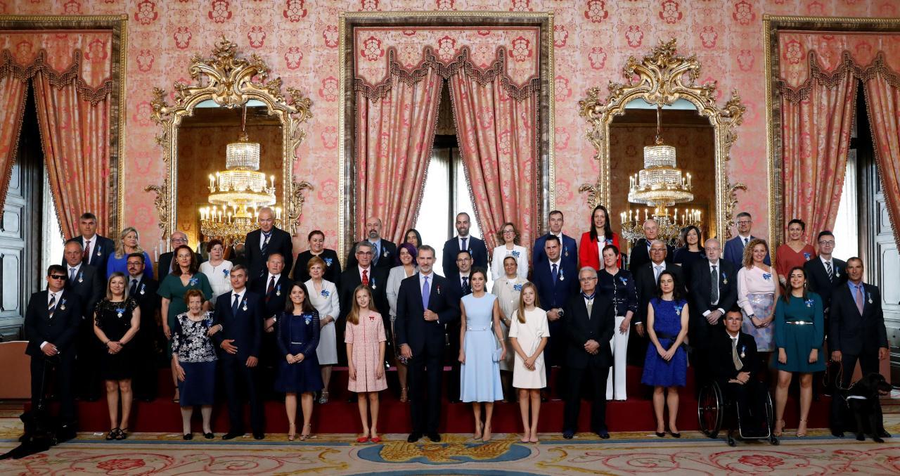 El rey preside el acto de imposición de condecoraciones a ciudadanos en el V aniversario de su reinado