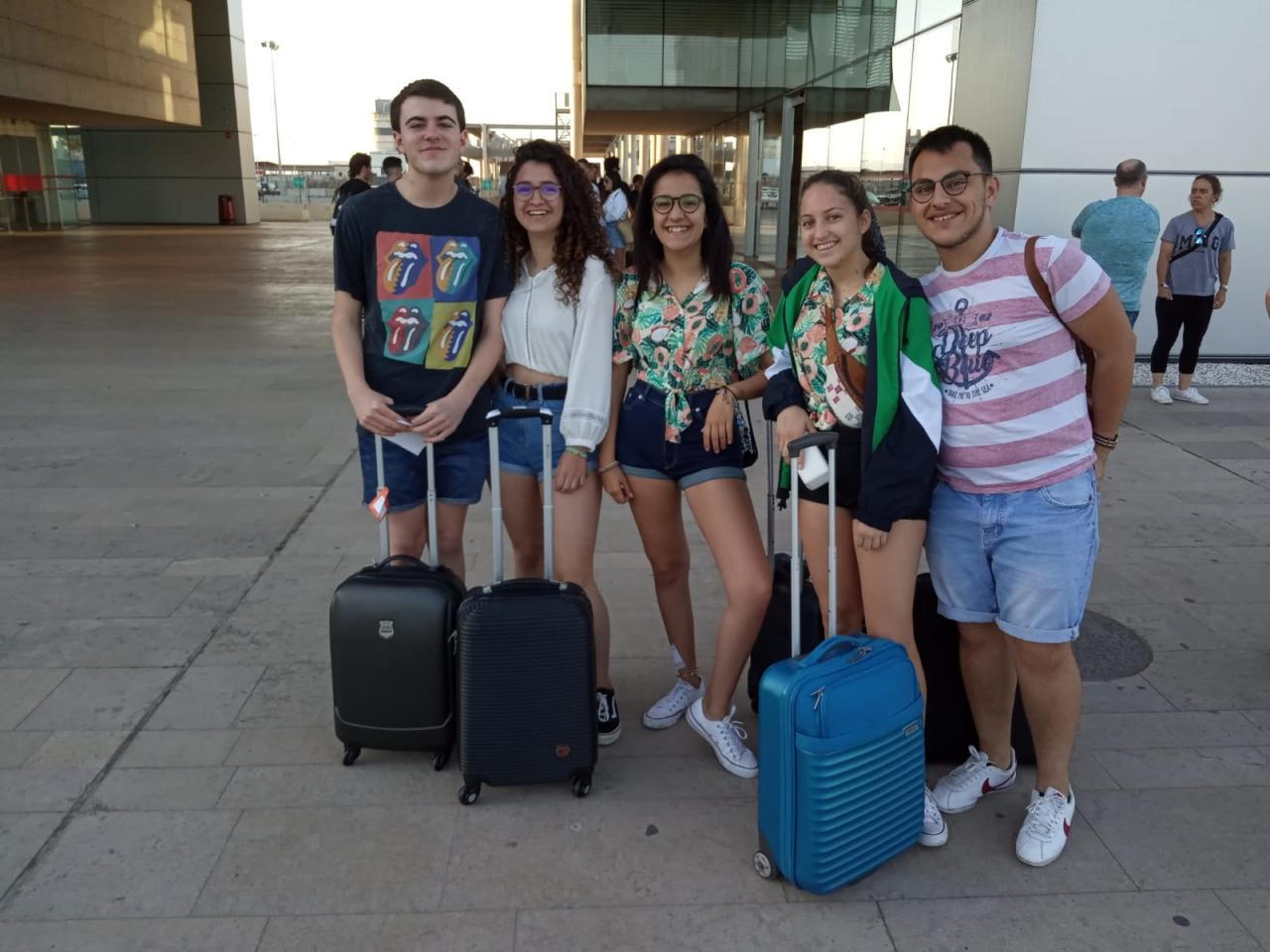 Un grupo de jóvenes se prepara para viajar a Menorca por San Juan