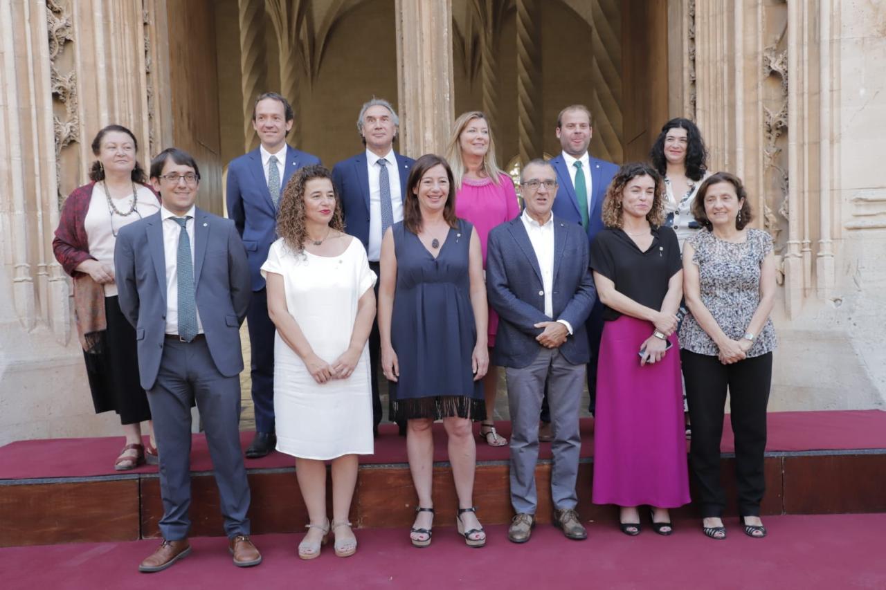 Foto de familia del nuevo Govern balear