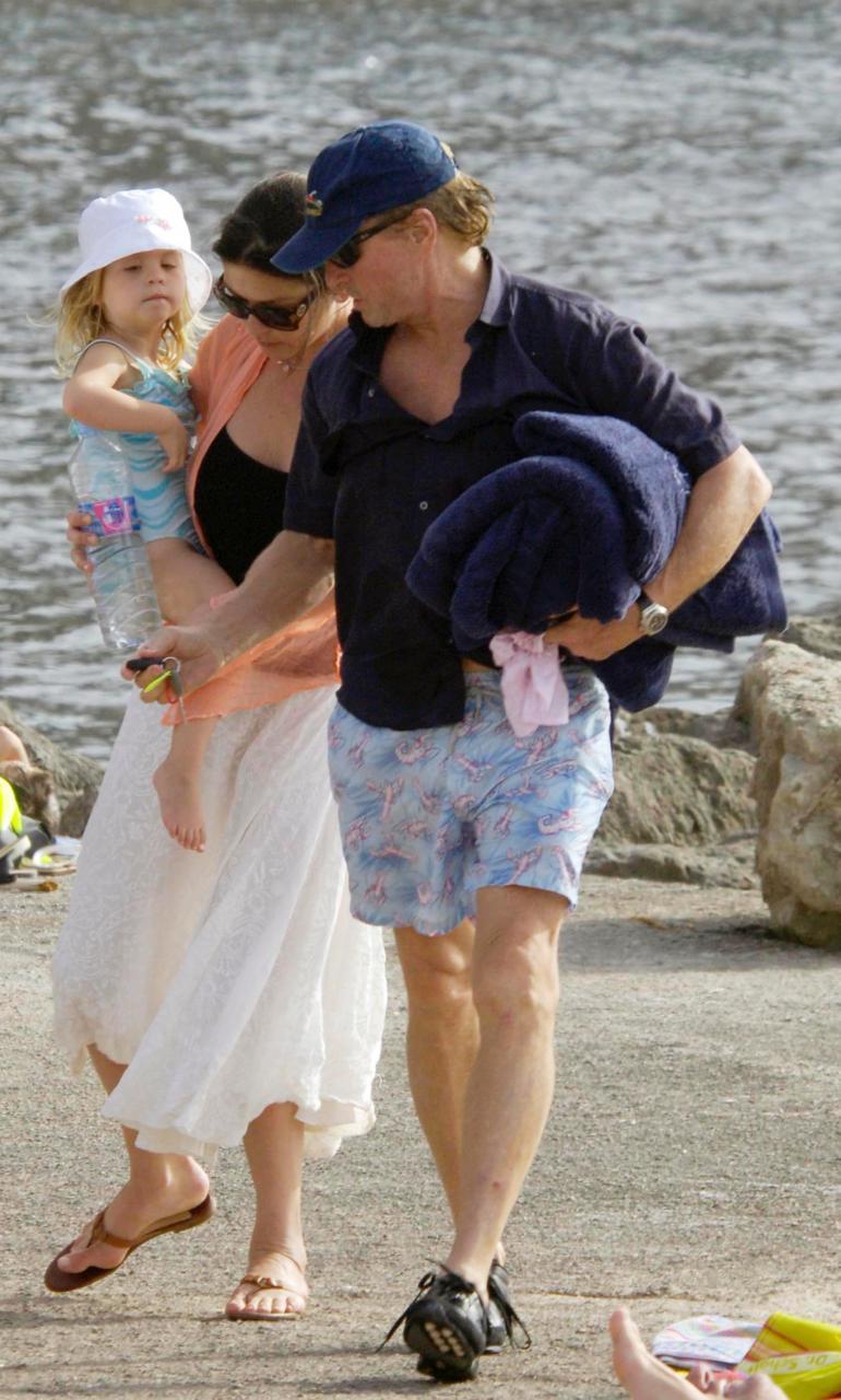 Catherine Zeta-Jones y Michael Douglas, de excursión por las calas de Valldemossa