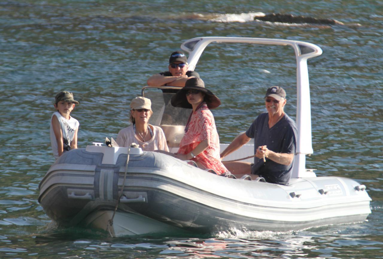 Michael Douglas y Catherine Zeta-Jones, de vacaciones en Mallorca con unos amigos