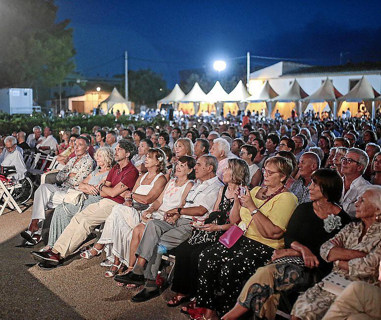 El Concert de la Lluna a les Vinyes llena de público las Bodegas Macià Batle