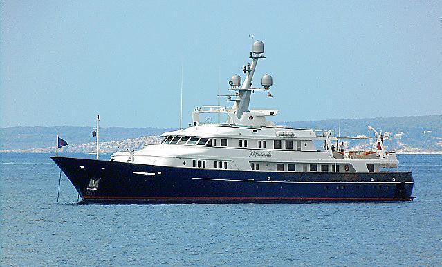Tres yates clásicos coinciden en la bahía de Palma