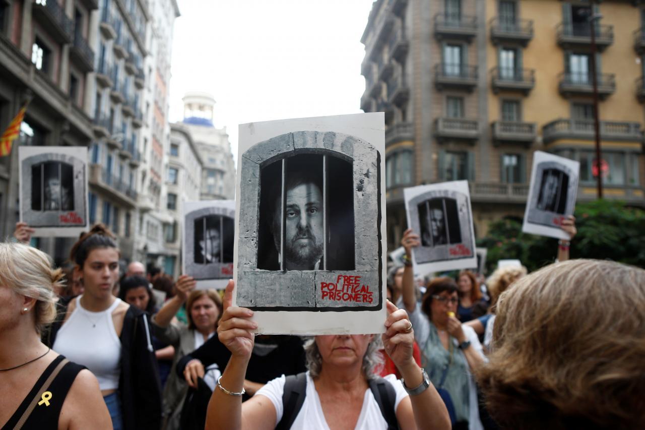 Concentración de simpatizantes independentistas ante la estación de Sants