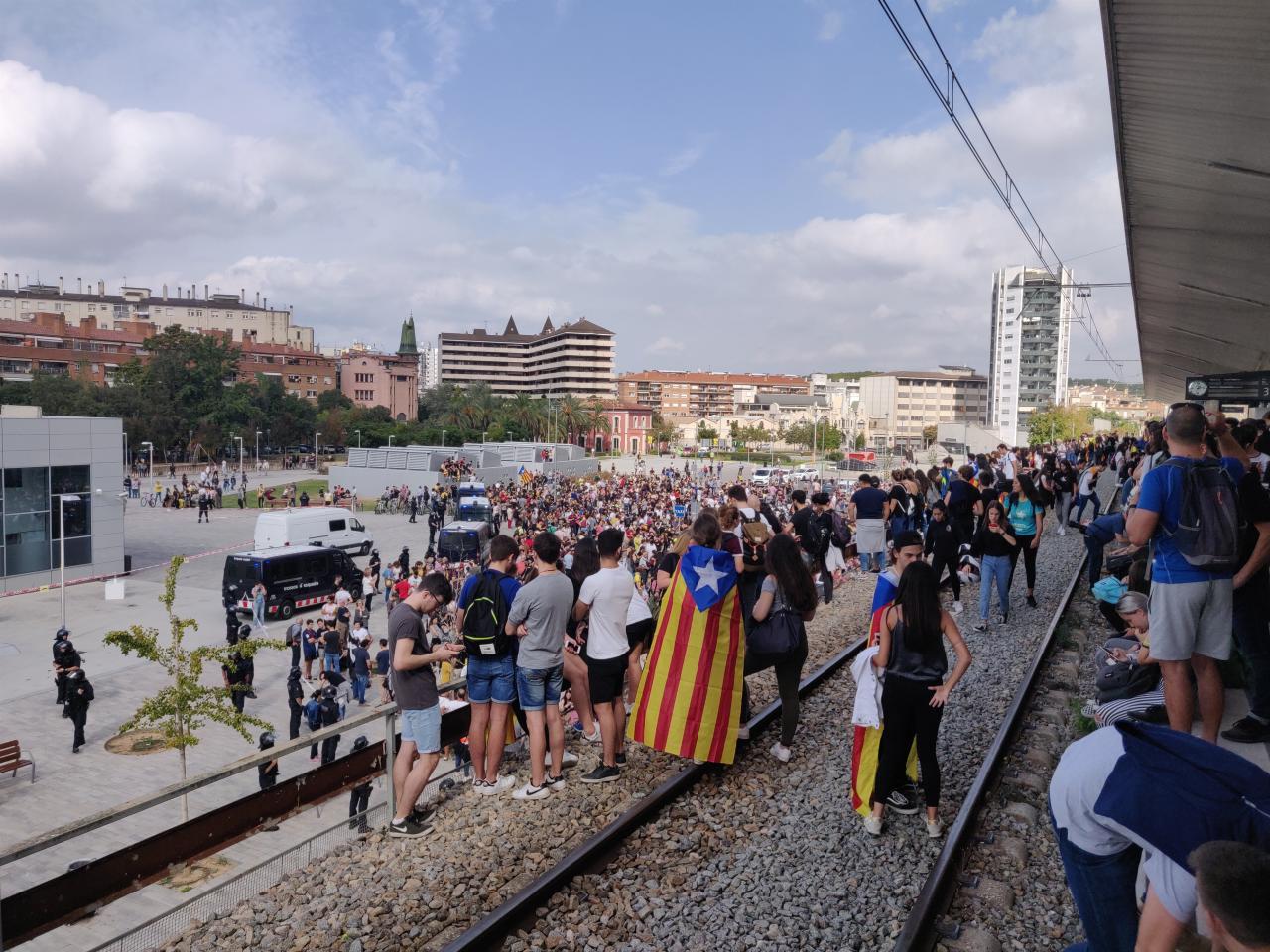 Manifestantes en Girona interrumpen la circulación de la estación de Rodalies
