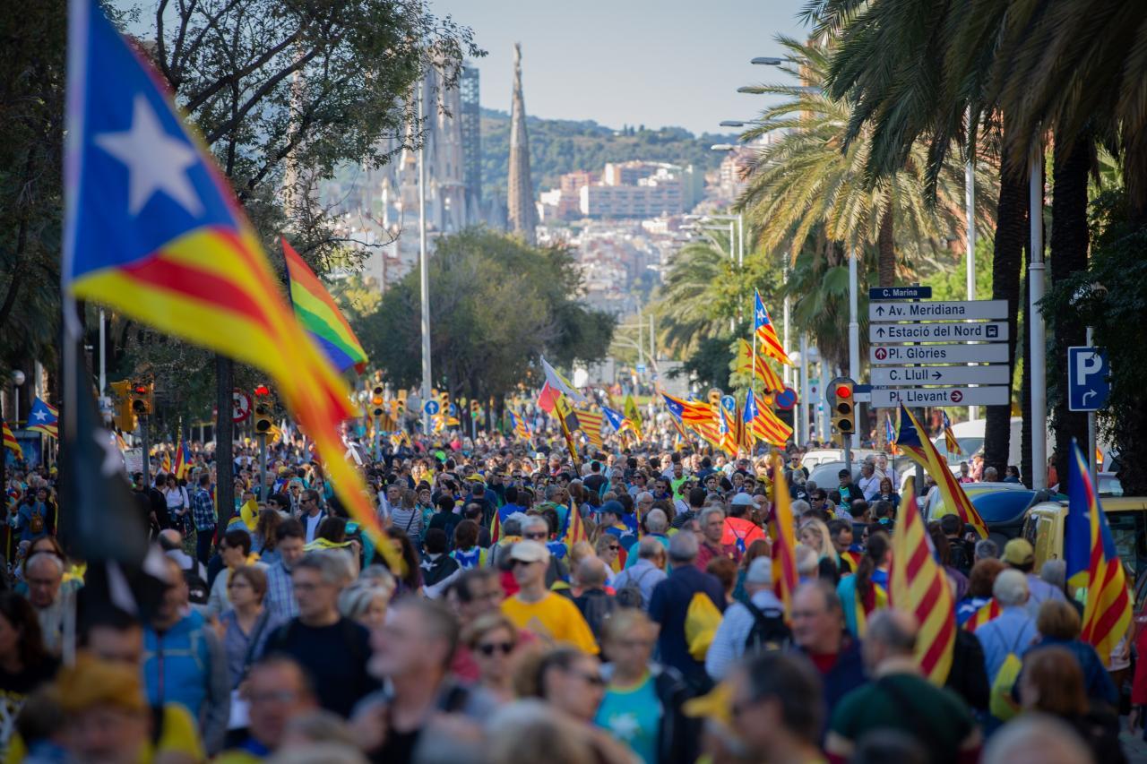 Manifestación de ANC y Ã'mnium Cultural contra la sentencia del proceso independentista, con el lema 'Libertad', en la calle Marina de Barcelona el 26 de octubre de 2019