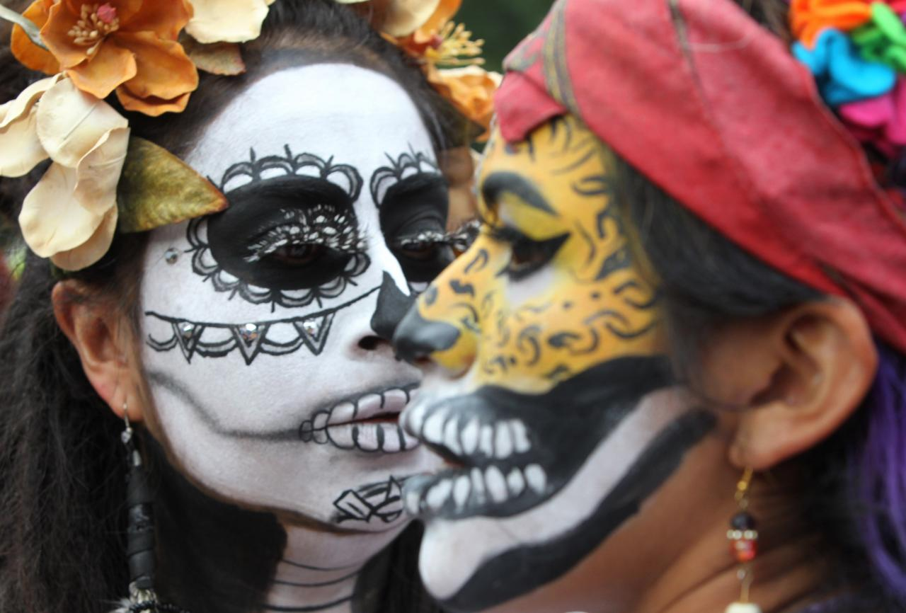Desfiles de Catrinas en los tradicionales festejos de Día de Muertos en México