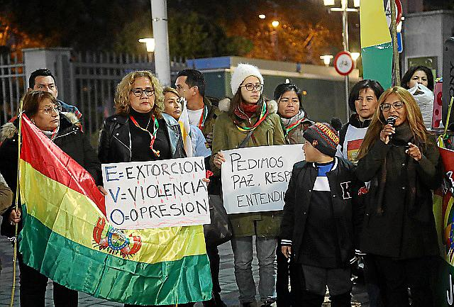 CONCENTRACIÓN BOLIVIANOS LAURA BECERRA20191116185705_IMG_1686.jpg