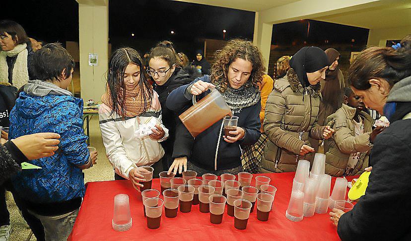 PALMA. SOCIEDAD. Chocolatada y talleres navideos en CEIP Els Tamarells de sArenal.