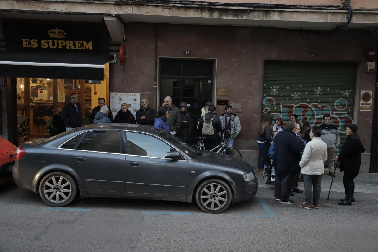 Concentración de Stop Desahucios ante los juzgados de Palma
