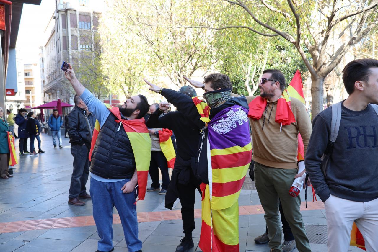 Vox llena Cort para exigir «respeto a la Constitución y la Soberanía»