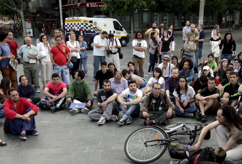 Unos 200 indignados protestan en Palma por el desalojo policial