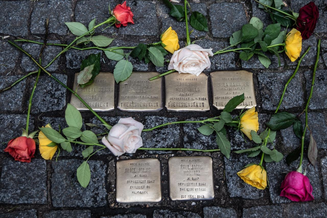 Cleaning Stolperstein on 75th anniversary of Auschwitz