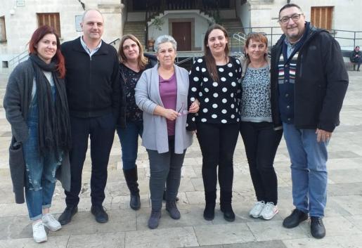 La oposición ha acusado al PP de «comprar el voto del concejal Jaume Bestard del PI». En la foto Susana Sina, Jaume Mateu, Cruz Ensenyat (PSOE), Cati Pizà (Podemos), Elvira Arbona, y Joan C. Simó (Més).