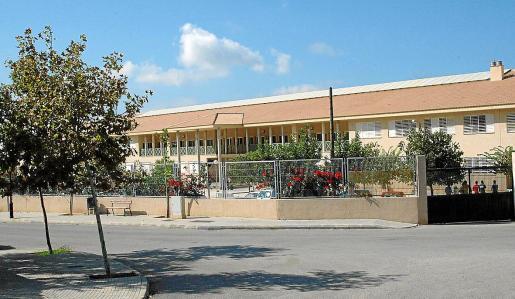 Vista exterior del Instituto de Educación Secundaria Baltasar Porcel de Andratx.