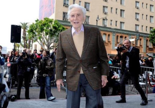 Kirk Douglas en un evento en el Hollywood Walk of Fame.