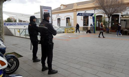 Los policías entregaron a la menor a sus educadores, aunque se volvió a fugar.
