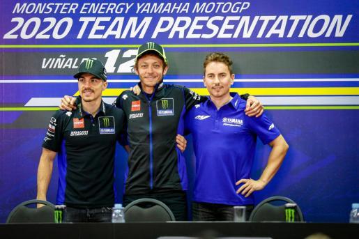 Maverick Viñales, Valentino Rossi y Jorge Lorenzo, en la presentación del Monster Yamaha MotoGP 2020.