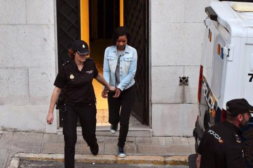 La dominicana Ana Julia Quezada, a su salida de la Audiencia Provincial de Almería.