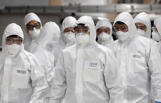 Trabajadores del servicio de desinfección.