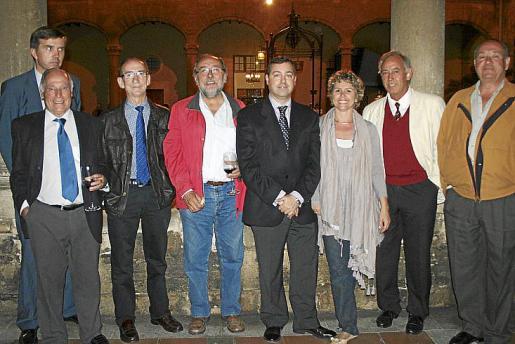 Pepe de Juan, José Ramis d'Ayreflor, Carlos Veldés,Tomás Fortuny, Javier Blas, Montse Amengual, Rafael Felíu y Antonio García-Ruiz.