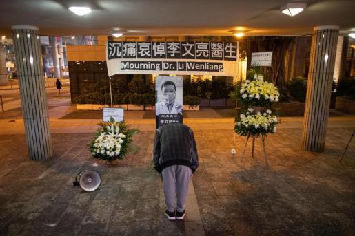 El pasado 30 de diciembre Li había advertido a sus colegas en un grupo de WeChat (el Whatsapp chino) de que en su hospital habían aislado a siete pacientes.