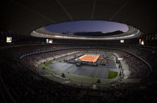Panorámica del Cape Town Stadium durante el partido de dobles que han disputado Roger Federer, Rafael Nadal, Bill Gates y Trevor Noah en el partido bautizado como 'The Match in Africa' con fines benéficos.