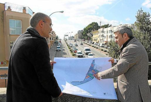El arquitecto redactor del plan, Jaume Luis, junto al alcalde de Inca.