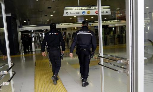 La víctima explicó que tomó el bus del TIB (Transpors de les Illes Balears) en Andratx y que notó que alguien la seguía.