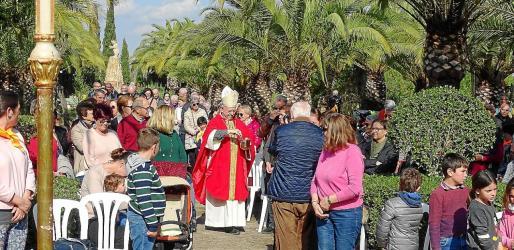 La celebración religiosa tuvo lugar en los jardines que rodean el oratorio de Sant Blai y contó con la presencia del obispo de Mallorca, Sebastià Taltavull, que bendijo a los feligreses. Al mediodía, los asistentes pudieron degustar una gran paella además de actividades lúdicas y demostraciones artesanales.