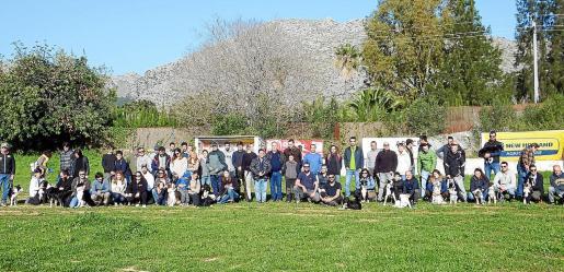 Los propietarios de los perros pudieron descubrir los secretos del pastoreo en el campo de Can Escarrintxo.