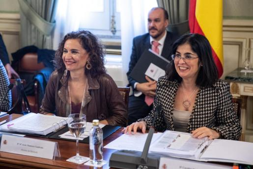 La ministra de Política Territorial y Función Pública, Carolina Darias y la de Hacienda, María Jesús Montero durante la reunión de la Comisión Nacional de Administración Local (CNAL) celebrada este lunes en el Ministerio de Política territorial en Madrid.