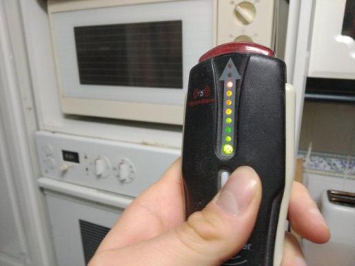 El gaussimetro mide las radiaciones que emiten los aparatos.