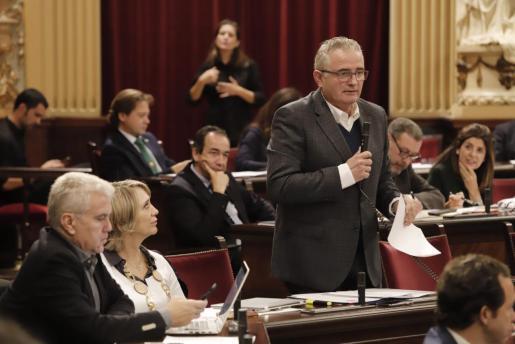 Jaume Font en una de sus intervenciones en el Parlament balear.